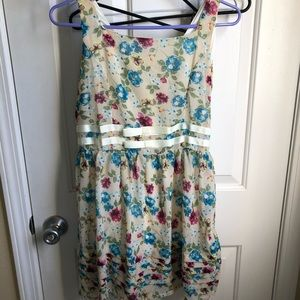Other - Sleeveless floral dress with bow on front